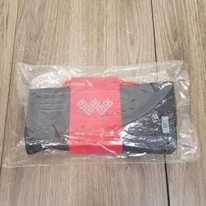 NWT American Airlines Cola Haan Amenity Kit